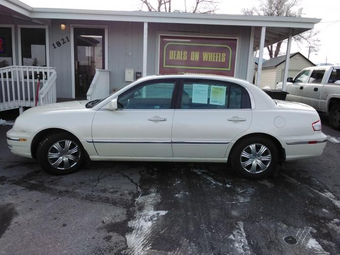 2004 Kia Amanti Sedan (KNALD124045) with an 3.5L V6 DOHC 16V engine, 5-Speed Automatic Overdrive transmission, located at 1821 N Montana Ave, Helena, MT, 59601, (406) 543-1986, 46.603153, -112.020531 - Photo #0